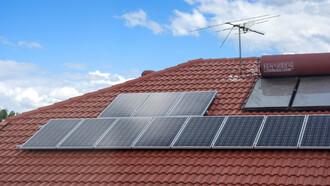 V případě rodinných a bytových domů Greenpeace doporučují fototermický systém nebo fotovoltaické elektrárny.