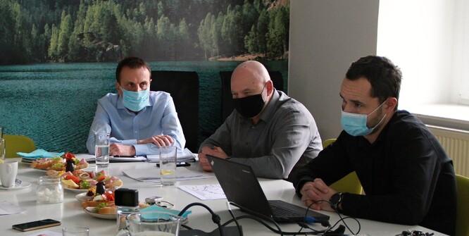Zleva ředitel oblastního inspektorátu Brno Tomáš Augustin, ředitel oblastního inspektorátu Olomouc Radek Pallós a ředitel odboru technické ochrany životního prostředí a integrované prevence Lukáš Kůs.