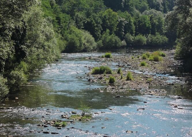 Řeka Bečva za sucha. Ilustrační snímek.