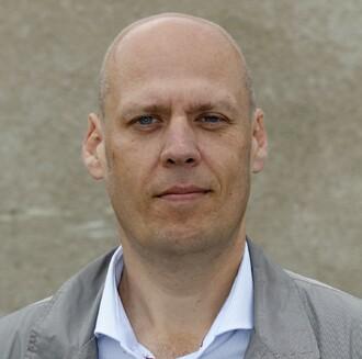 Ing. Daniel Jurečka (*1968) vystudoval obor specializace šlechtění rostlin na Mendelově univerzitě v Brně. Na ÚKZÚZ začínal jako řadový referent, postupně se vypracoval až na místo ředitele sekce rostlinné výroby a od roku 2014 je ředitelem ÚKZÚZ.