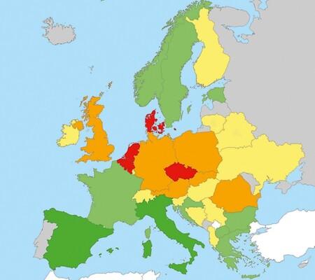 Jaká je situace hmyzu v České republice ve srovnání se zbytkem Evropy? Rozumná data máme pouze pro denní motýly. Porovnání míry jejich ohroženosti na základě nejnovějších národních červených seznamů ukazuje, že u nás jsou na tom motýli podobně jako v Belgii, Nizozemsku a Dánsku – tedy v malých rovinatých státech s intenzivně využívanou krajinou. ČR se trendu vymyká velikostí i pozicí. Směrem na jih a východ se totiž situace motýlů zlepšuje. Vymykáme se také efektivitou zemědělství, která je nižší než v zemích severozápadu Evropy. A nejde o náhodu, data o ptácích ukazují prakticky totéž, tedy že naše zemědělství má větší dopad na přírodu, než by odpovídalo jeho efektivitě. Míra ohroženosti roste od tmavě zelené, přes světle zelenou, žlutou a oranžovou k červené. Upraveno podle: D. Maes a kol. (2019)