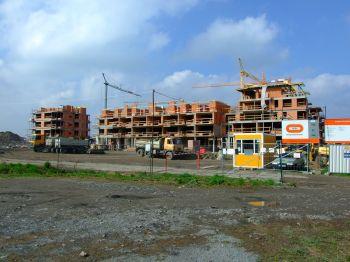 Výstavba nových bytových domů v Dolních Břežanech