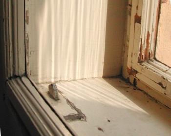 Staré špaletové okno