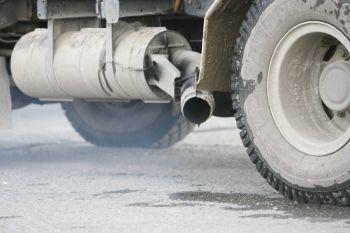 Výfuk nákladního automobilu