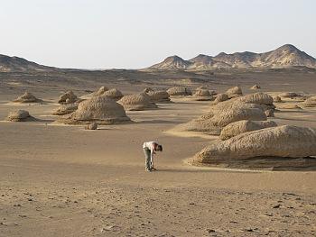 Zbytky jezerních usazenin v egyptské Západní poušti