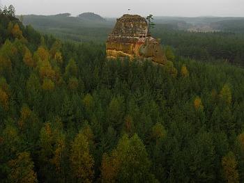 Skály a niva Ploučnice u Hradčan nedaleko Bezdězu