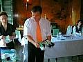 Karel Bloch předvádí sáčky pro zamrazování potravin, sáčky na potraviny a sáčky do koše
