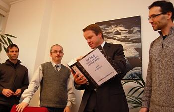 Martin Burs�k p�evzal petici prot� k�cen� alej� od Mariana P�len�ka a Libora �t�rby