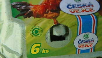 Logo EŠV na vajíčkách z klecového chovu