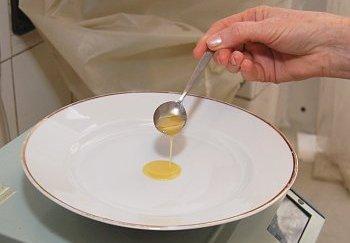 Test mycích prostředků na nádobí